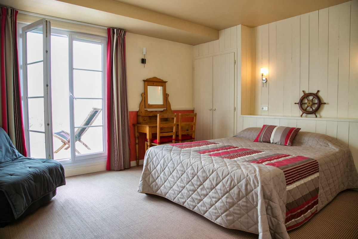 Chambre avec Terrasse Privative  Hotel vue mer Yeu  Chambres dhotel  Port Joinville  Hotel