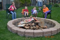 14 Backyard Fire Pit Ideas That Enhance the Look of Your ...