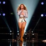 Beyonce eert Trayvon Martin tijdens concert