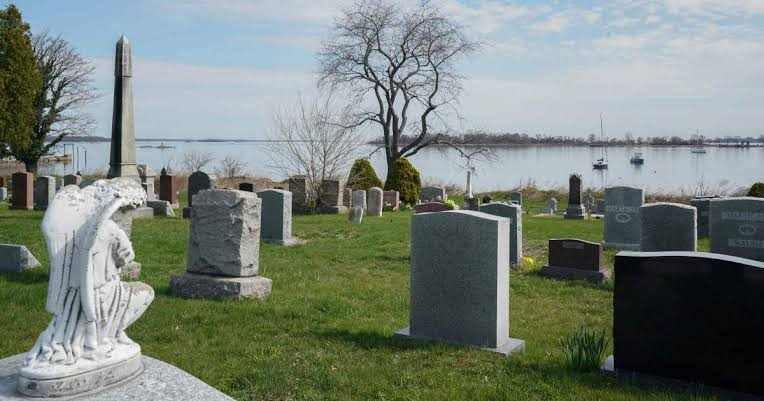 New York Buries Unclaimed COVID-19 victims in mass graves