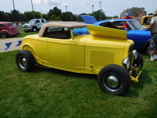 small resolution of  yellow 32 ford roadster with a gibbons fiberglass body and fiberglass frame it had a heidt s mustang ii front end the engine was a 283 cid chevy