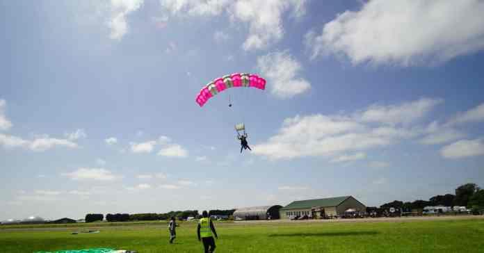 Landing parachute