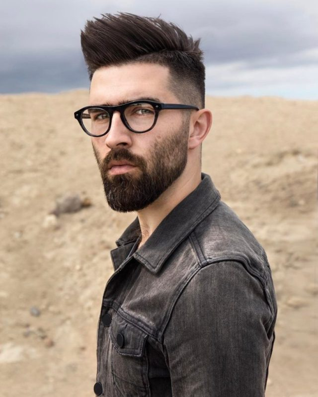 22 men's hairstyles with glasses to look cool and stylish