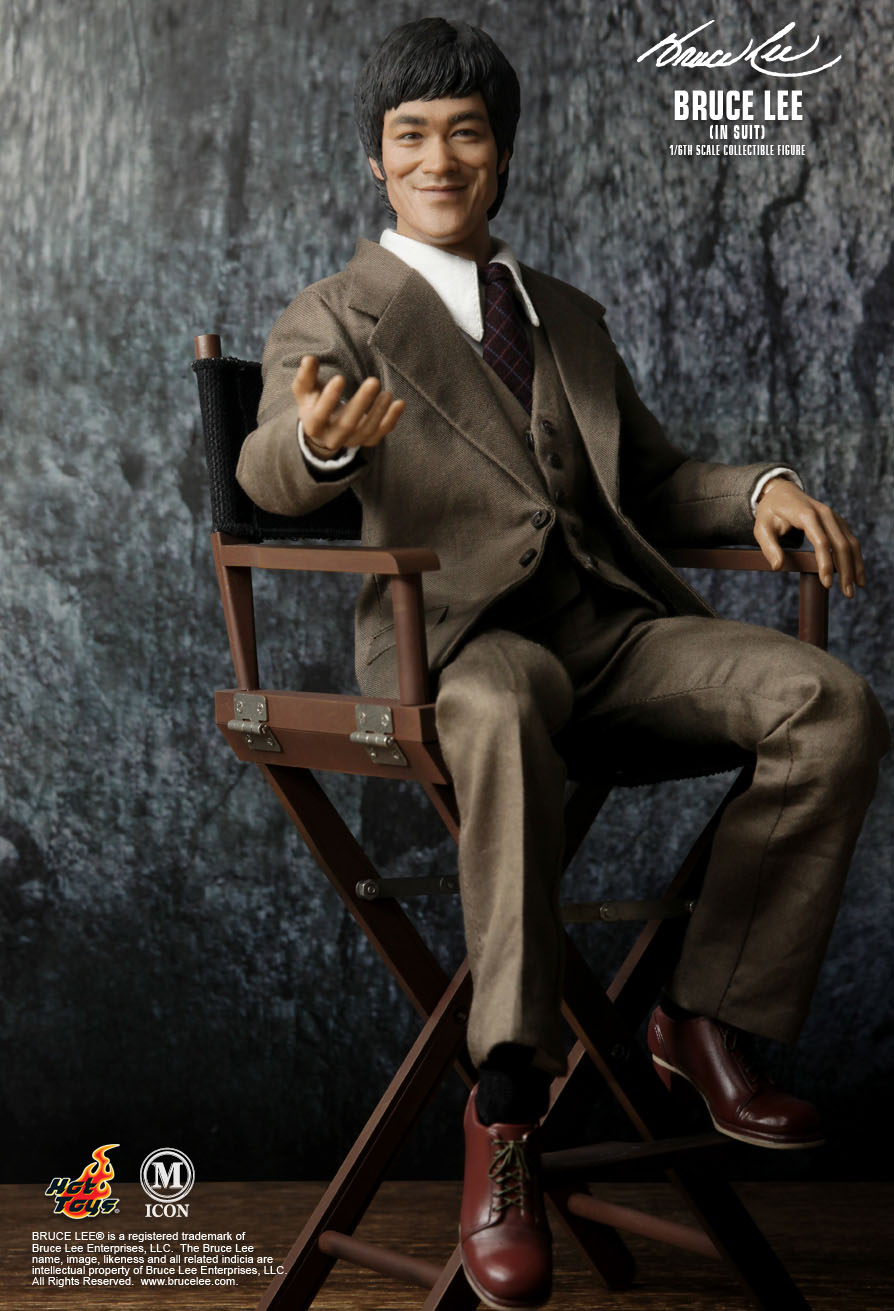tall director chair gray accent chairs hot toys : - bruce lee (in suit) 1/6th scale collectible figure