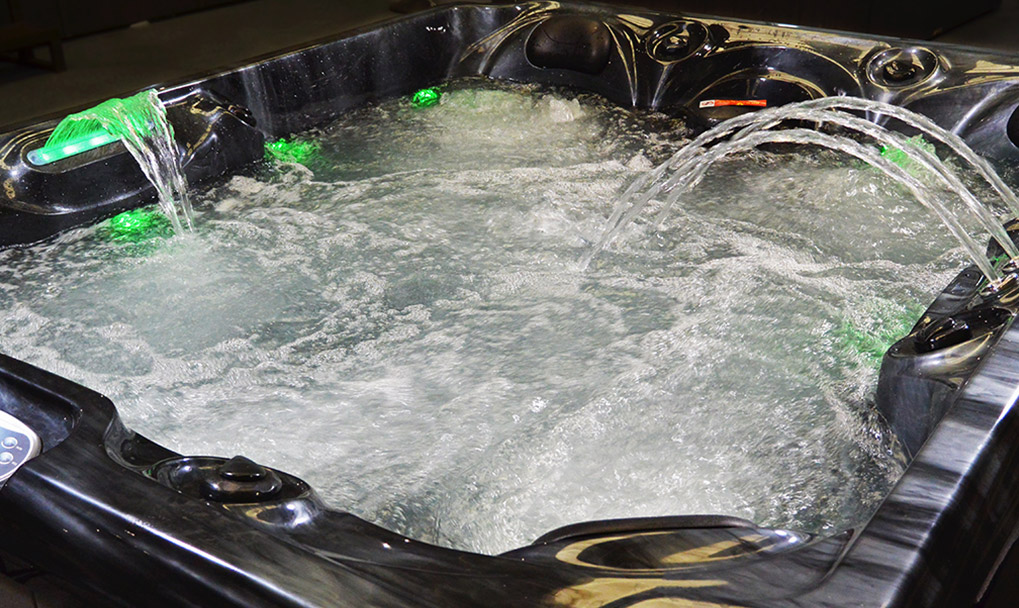 Chaser2 - 5 Person Hot Tub - Water Features
