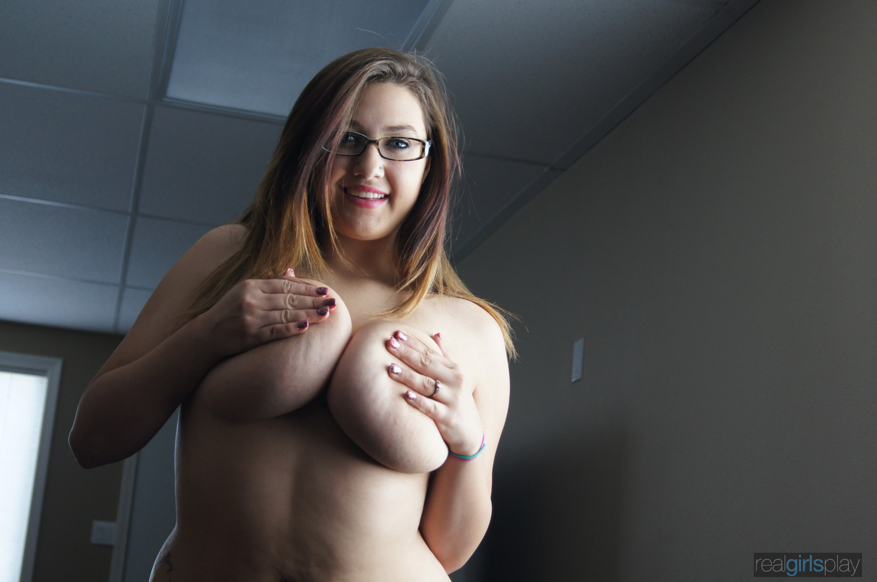 Meg The Busty Real Girl  Hotty Stop