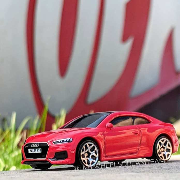 Hot-Wheels-2019-Audi-RS-5-Coupe-1