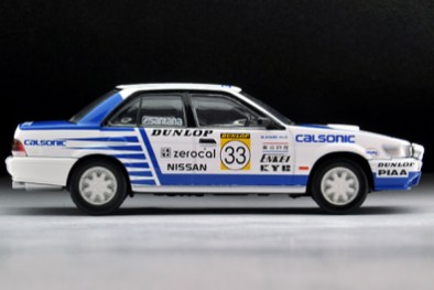 Tomytec-Tomica-Limited-Vintage-LV-N185b-Nissan-Bluebird-SSS-R-Championnat-rallyes-japonais-005