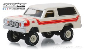 GreenLight-Collectibles-All-Terrain-Series-8-1978-Dodge-Ramcharger-Top-Hand