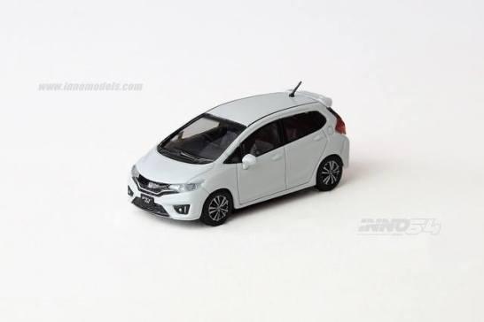 Inno-Models-Honda-Honda-Fit-3-RS-2