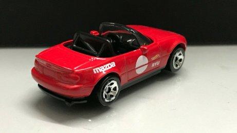 Hot-Wheels-91-Mazda-MX-5-Miata-002