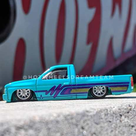 Hot-Wheels-Car-Culture-93-Nissan-D21-Custom-Pickup-002