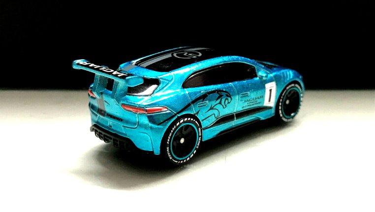 Hot-Wheels-id-Jaguar-I-Pace-eTrophy-002