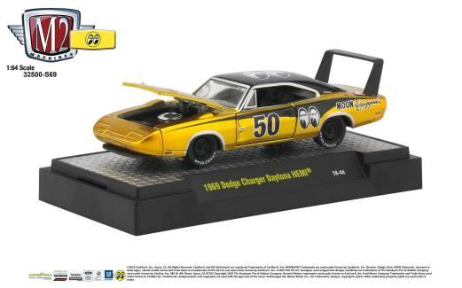 M2-Machines-Mooneyes-Liquid-Gold-Collection-1969-Dodge-Charger-Daytona-HEMI
