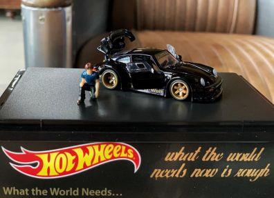 Hot-Wheels-Red-Line-Club-Porsche-RWB-007