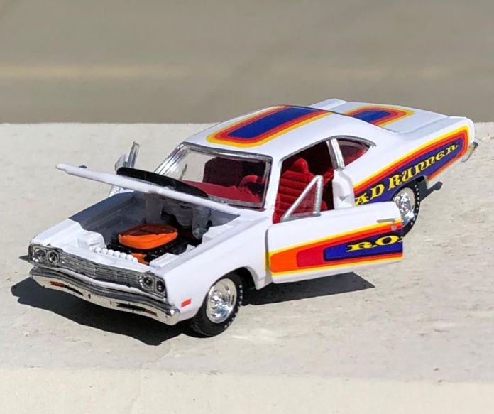 M2-Machines-Auto-Shows-Series-55-69-Plymouth-Road-Runner-001