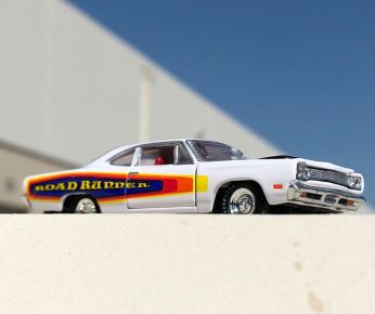 M2-Machines-Auto-Shows-Series-55-69-Plymouth-Road-Runner-005