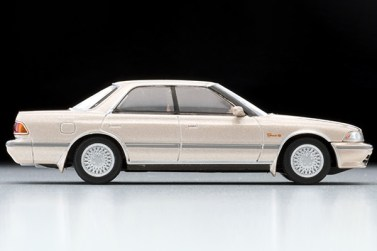 Tomica-Limited-Vintage-Toyota-Mark-II-Grand-Limited-Beige-004