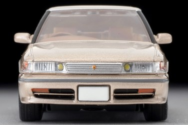 Tomica-Limited-Vintage-Toyota-Mark-II-Grand-Limited-Beige-005