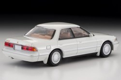 Tomica-Limited-Vintage-Toyota-Mark-II-Grand-Limited-Blanc-perle-002