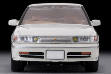 Tomica-Limited-Vintage-Toyota-Mark-II-Grand-Limited-Blanc-perle-005