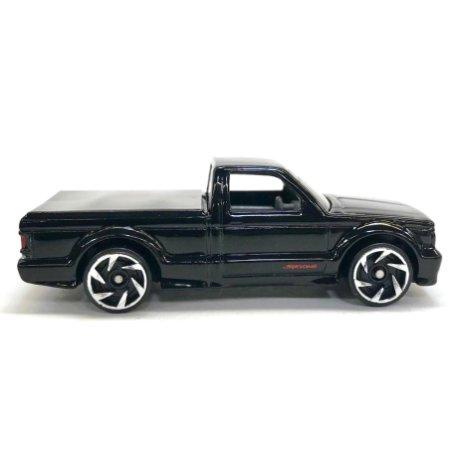 Hot-Wheels-2020-GMC-Syclone-002