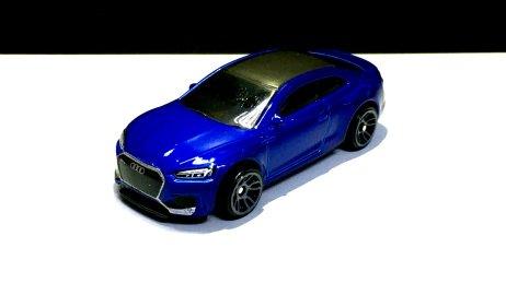 Hot-Wheels-2020-Mainline-Audi-RS -5-Coupé-001