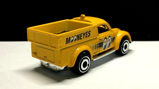 Hot-Wheels-Volkswagen-Beetle-Pickup-Mooneyes-002