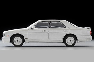 Tomica-Limited-Vintage-Nissan-Cedric-Gran-Turismo-Ultima-Type-X-Argent-005