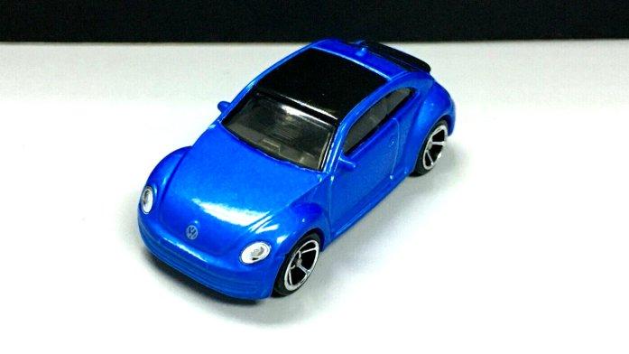 Hot-Wheels-2020-2012-Volkswagen-Beetle-004