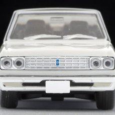 Tomica-Limited-Vintage-Nissan-Cedric-Blanc-Noir-004
