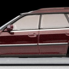 Tomica-Limited-Vintage-Subaru-Legacy-Wagon-rouge-004