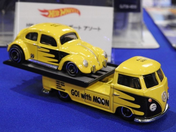 Hot-Wheels-Car-Culture-Team-Transport-VW-Classic-Bug-VW-T1-Transporter-Pickup-Mooneyes-001