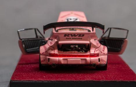 Private-Good-Model-Porsche-RWB-964-Pink-004