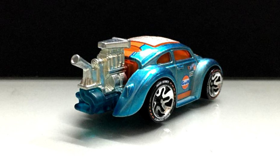 Hot-Wheels-id-2020-Volkswagen-Bettle-Tooned-Gulf-002