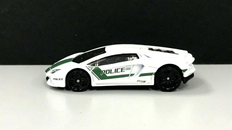 Hot-Wheels-2020-Police-Series-Lamborghini-Aventador-Coupé-001