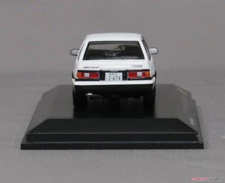 Kyosho-Initial-D-Toyota-Sprinter-Trueno-AE86-009