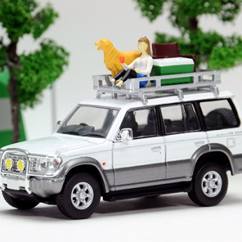 Tomica-Limited-Vintage-Neo-Diorama-Mitsubishi-Pajero-Midroof-Wide-VR-007