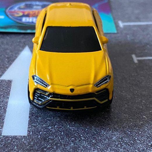 Hot-Wheels-2020-Mainline-Lamborghini-Urus-009