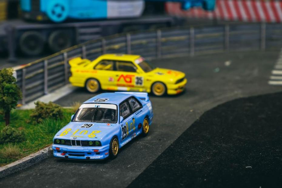 Tarmac-Works-BMW-M3-E30-Japan-Special-Edition-001