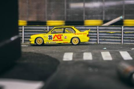 Tarmac-Works-BMW-M3-E30-Japan-Special-Edition-002