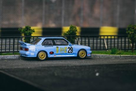 Tarmac-Works-BMW-M3-E30-Japan-Special-Edition-003