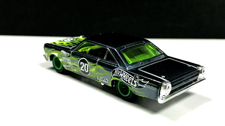 Hot-Wheels-2020-Super-Treasure-Hunt-65-Ford-Galaxie-002
