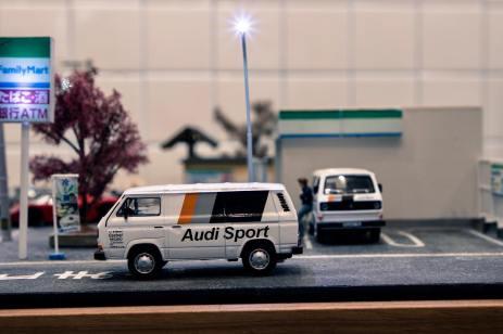 Tarmac-Works-X-Schuco-Volkswagen-T3-Box-Van-Audi-Sport-002