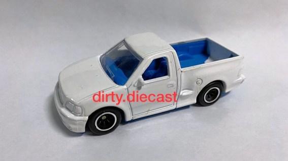 Hot-Wheels-Ford-F-150-SVT-Lightning-001