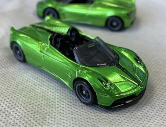 Hot-Wheels-Super-Treasure-Hunt-2020-17-Pagani-Huayra-Roadster-001
