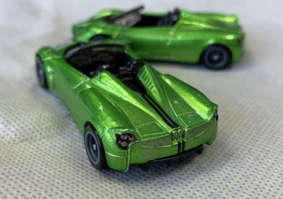 Hot-Wheels-Super-Treasure-Hunt-2020-17-Pagani-Huayra-Roadster-002