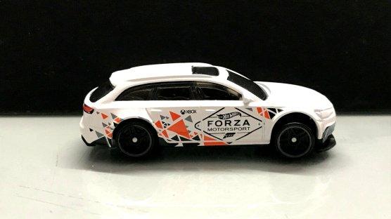 Hot-Wheels-Forza-Motorsport-2020-17-Audi-RS-6-Avant-001