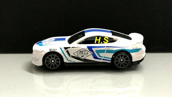 Hot-Wheels-Forza-Motorsport-2020-Ford-Shelby-GT350-001