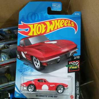 Hot-Wheels-Mainline-2020-64-Corvette-Sting-Ray-001